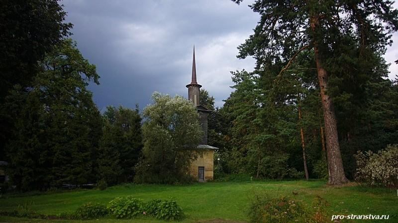 Архангельское. Башня возле церкви