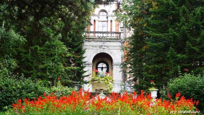 Центральный вход во дворец в усадьбе Быково