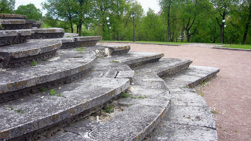 Каменные резные ступени