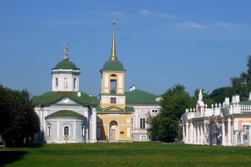 Церковь в усадьбе
