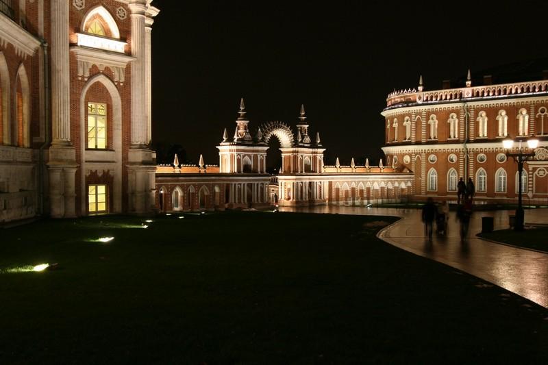 Галерея между дворцом и Хлебным домом