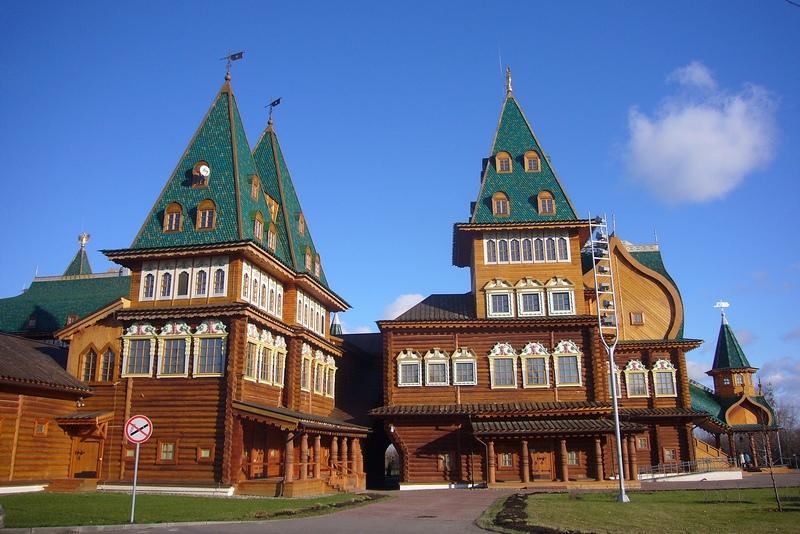 Новый деревянный дворец