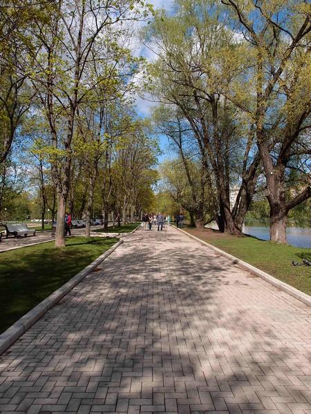 Парк у Новодевичьего пруда