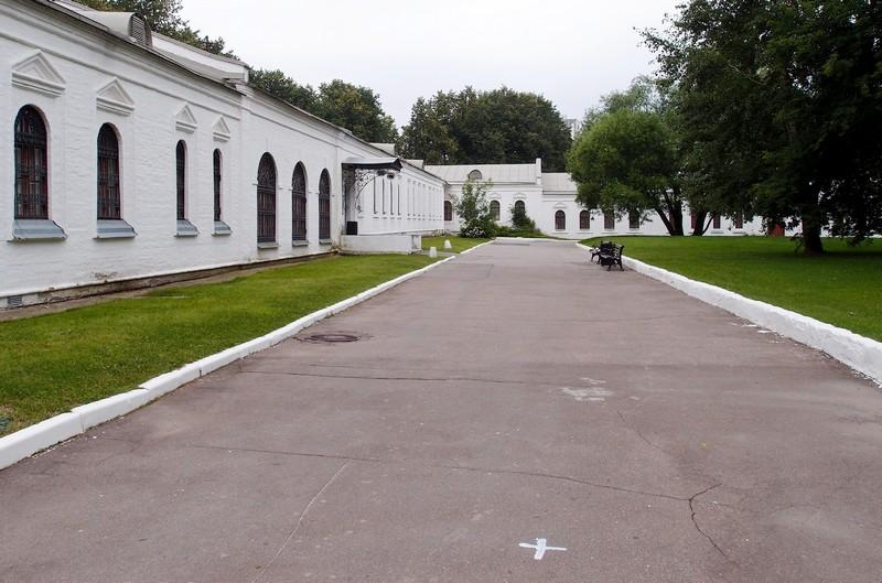 Внутри Каре Государева двора