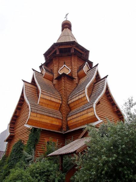 Русский деревянный храм в Москве