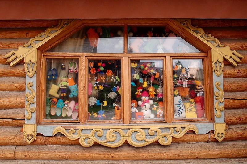 Окно с валенками