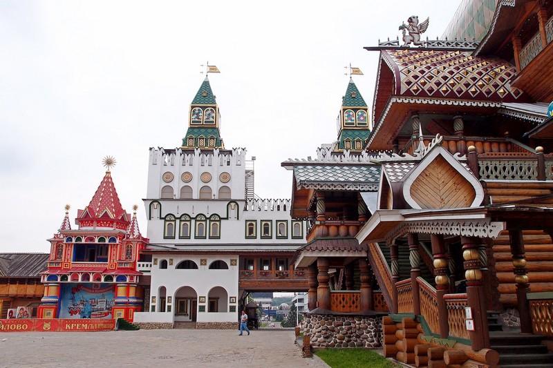 Центральная площадь и вход