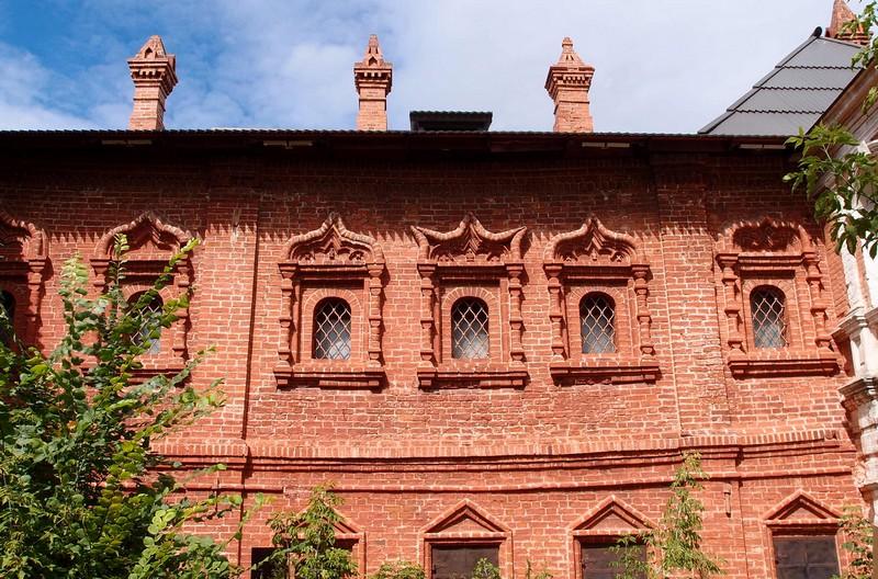 Окна митрополичьих палат