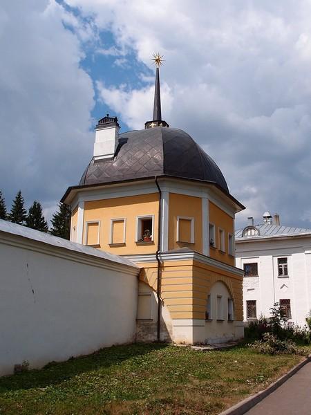 Башня со шпилем