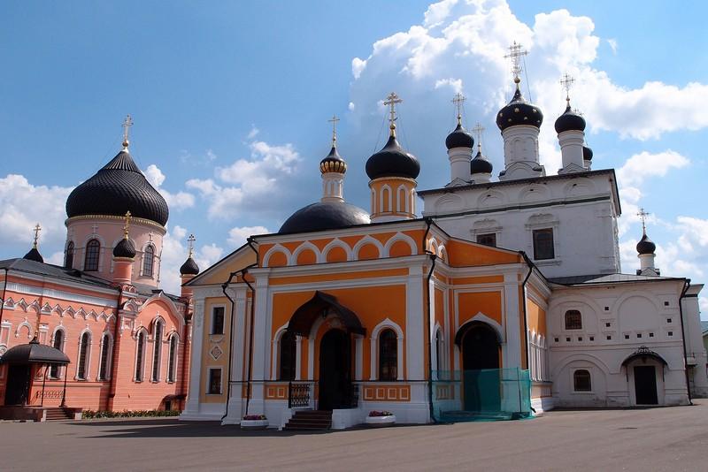 Яркая Знаменская церковь