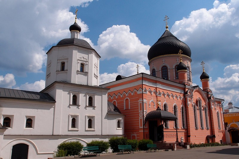 Два монастырских храма
