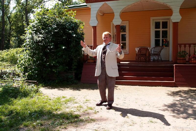 Артист-чтец Юрий Голышев