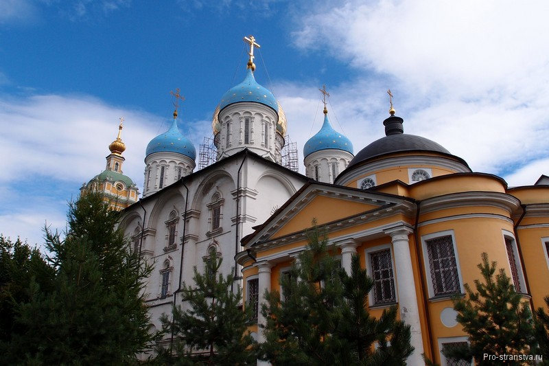 Храмы в монастыре