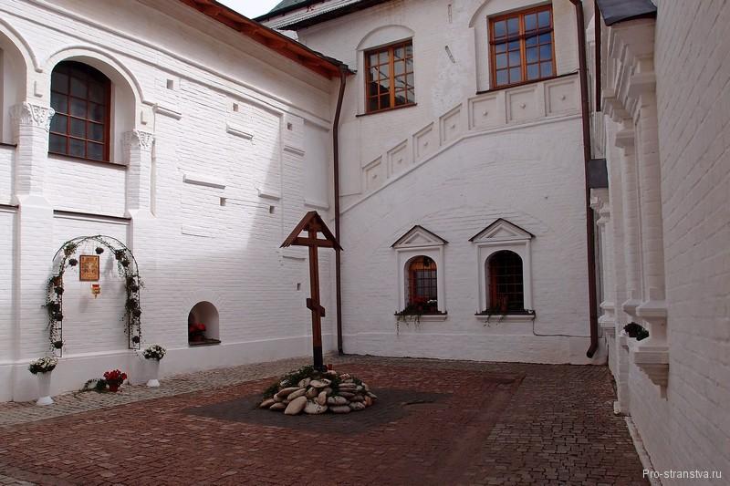 Маленький дворик
