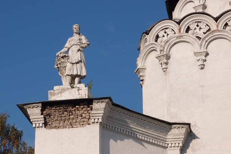 Скульптура на крыше №61