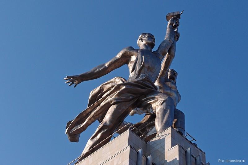 """Скульптура Мухиной """"Рабочий и Колхозница"""""""