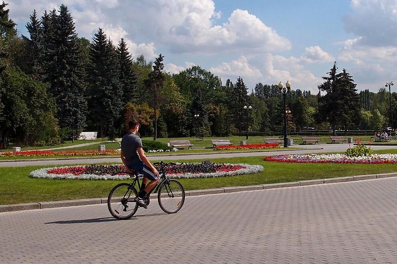 Велосипедист в ПКиО