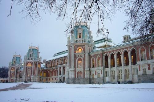 Большой дворец зимой