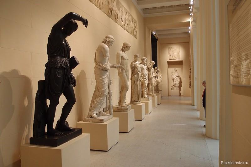 Скульптуры Греческого дворика