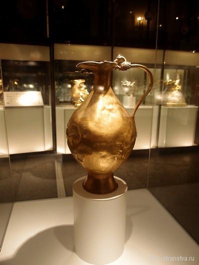 Золотой кувшин на выставке в ГИМ