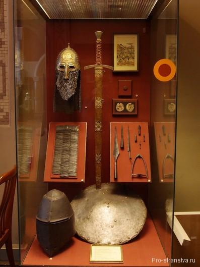 Шлем и меч русского воина