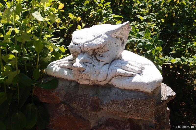 Садовая скульптура Страж
