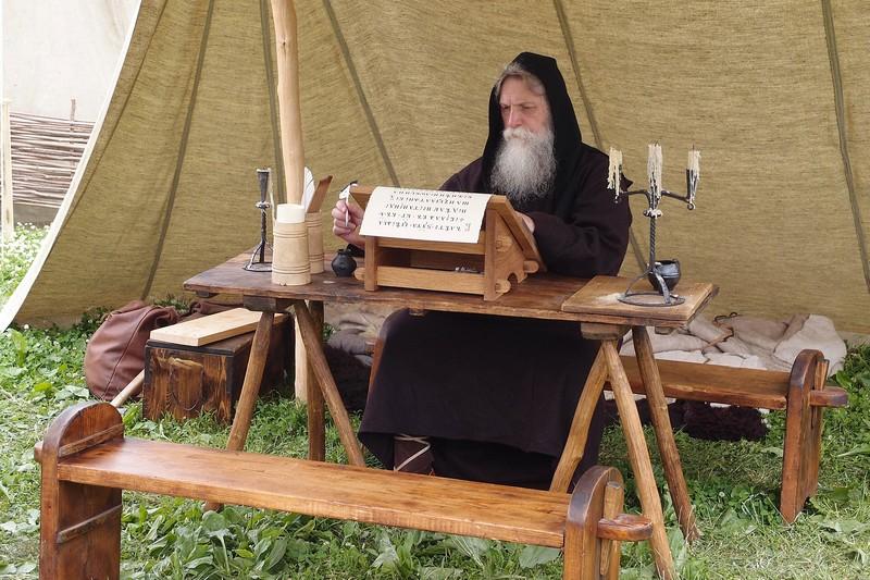 Монах-переписчик