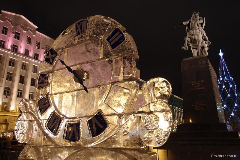 Ледяные часы на Тверской