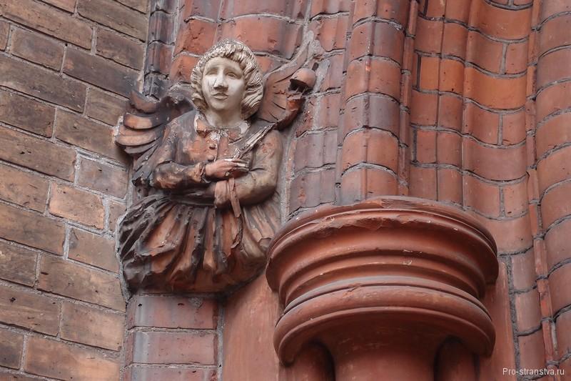 Фигурка архангела
