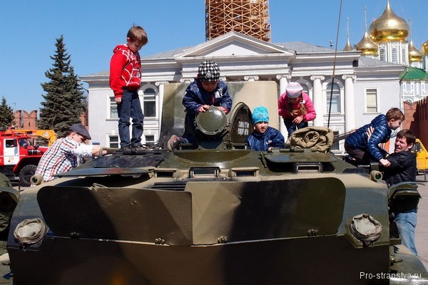 Дети и танки