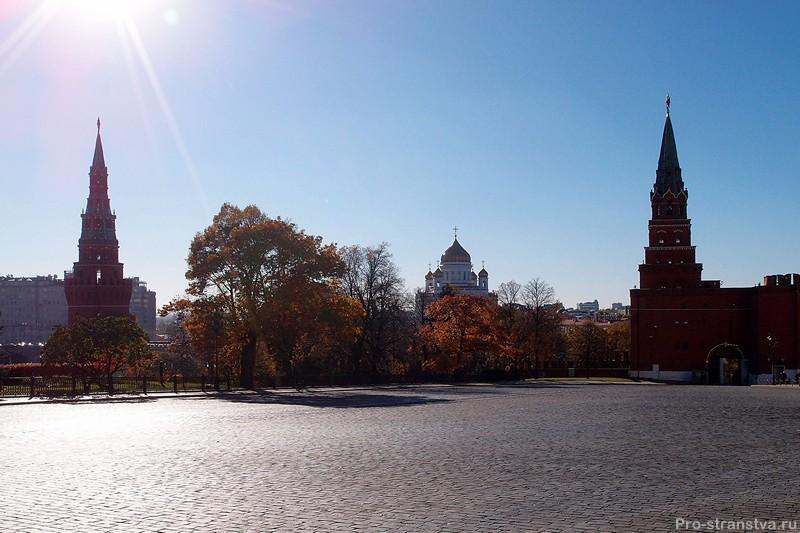 Вид на башни Кремля