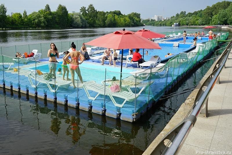 Открытый бассейн с пляжем