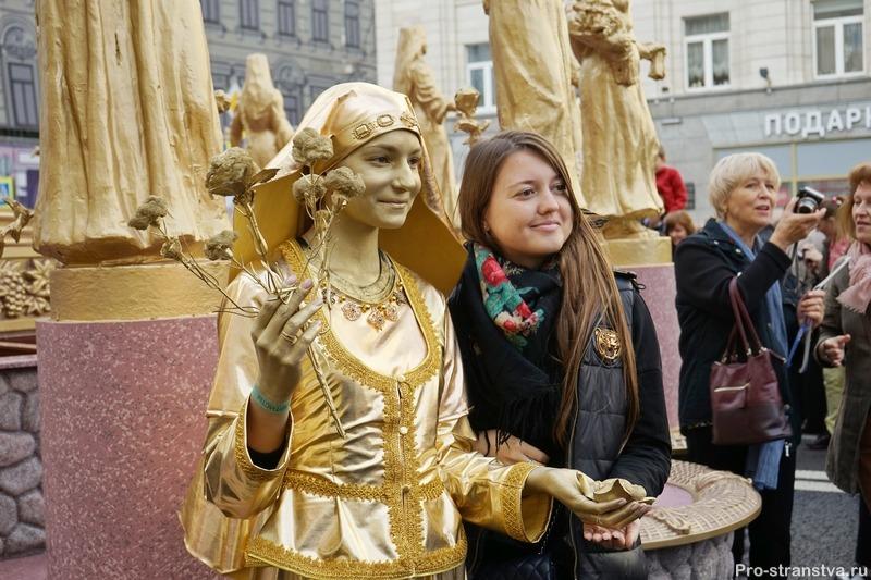 Фото с ожившей статуей
