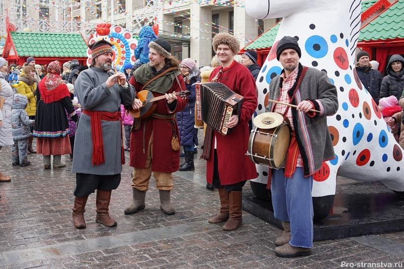 Музыканты на празднике Весны